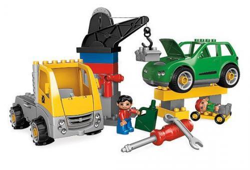 Конструктор Lego Duplo Авторемонтная мастерская за работой