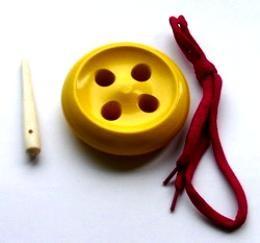 Шнуровка пуговица 4 отв. крашенная