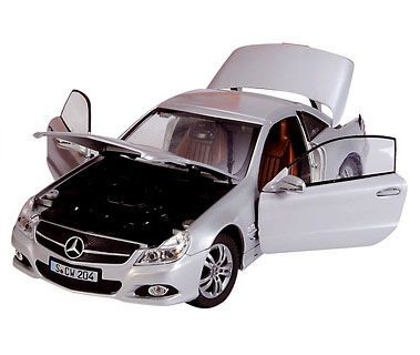 Модель машины 1:18 Mercedes