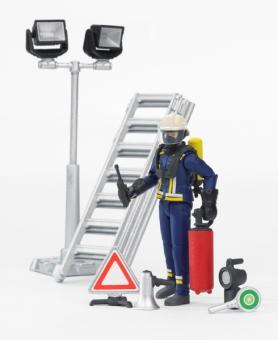 Фигурка пожарного 107 мм с аксессуарами (лестница , фонарь и тд)