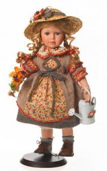 Коллекционная фарфоровая кукла с лейкой, шляпкой и букетом 42 см